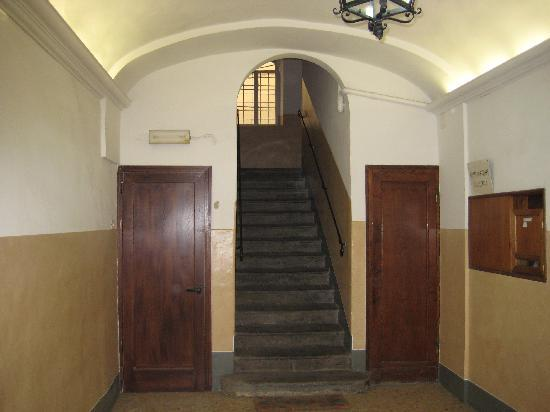 La Signoria di Firenze B&B: Downstairs entryway