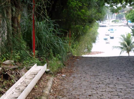 Auberge de la Langouste: Salida a metros de la playa
