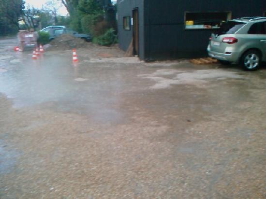 BEST WESTERN L'Orangerie : parking ou piscine?
