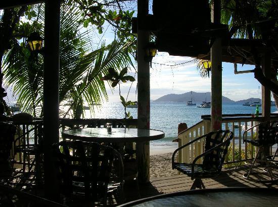 Myett's Garden Inn: restaurant and beach