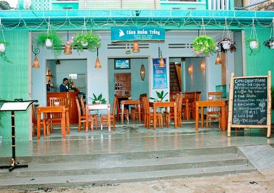 White Sail Bar & Restaurant: The restaurant.
