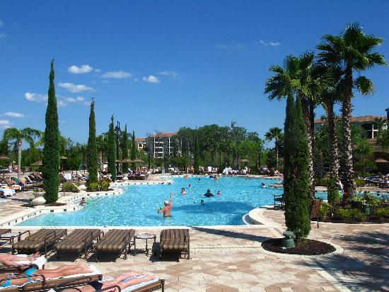 WorldQuest Orlando Resort: View of pool area from the ground floor