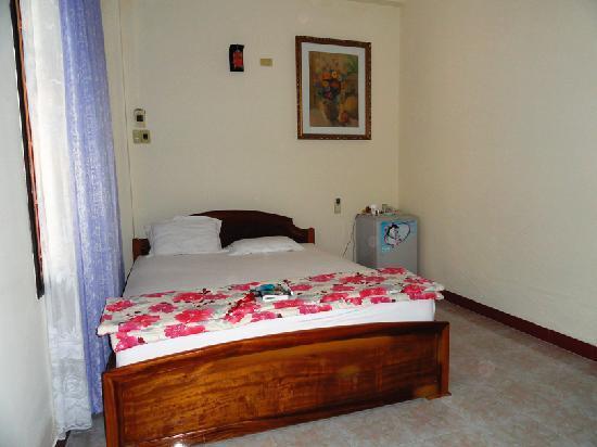 An Hoa Hotel: Room.