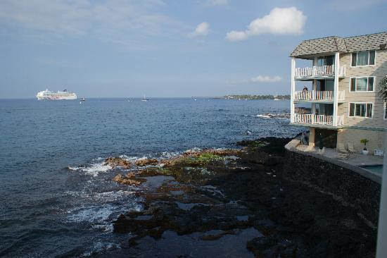 Hale Kona Kai Condominiums: Better than a ship