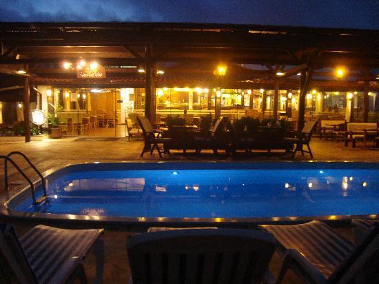 Costa Norte Ingleses Hotel: Pileta externa y comedor