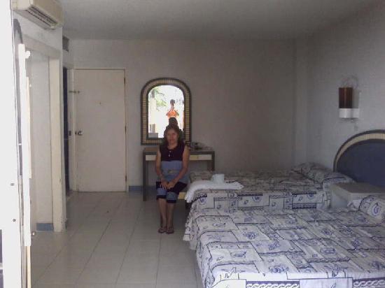 Auto Hotel Ritz Acapulco: Descansando habitacion standar 407