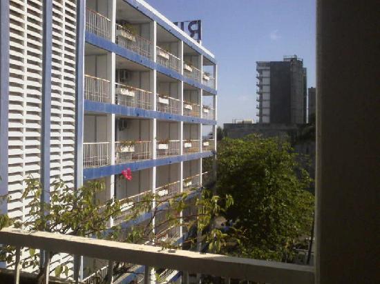 أوتو هوتل ريتز: Vista de balcon a balcones de edificio contiguo