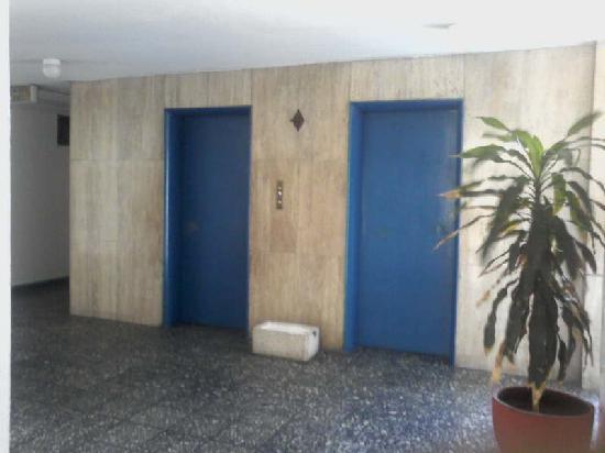 Auto Hotel Ritz Acapulco: Elevadores Auto Hotel Ritz (uno funciona)