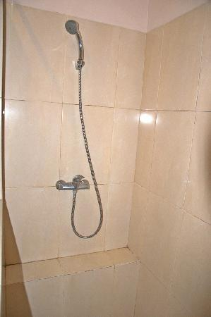 The La Oma Hotel Resto: Hand shower