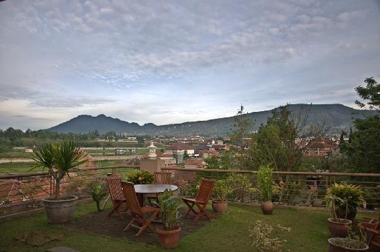 The La Oma Hotel Resto: Rooftop garden