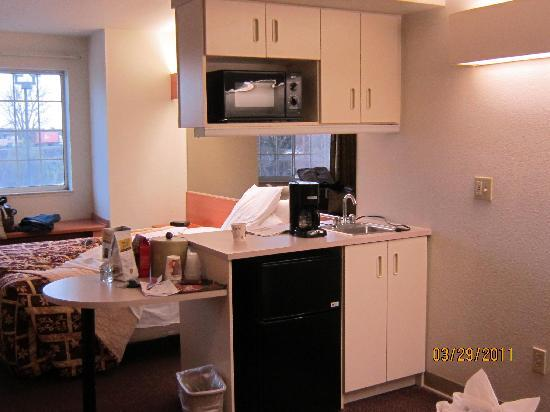 Super 8 Sacramento Airport : Kitchenette