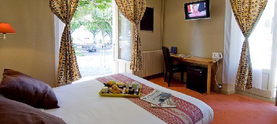 Hotel Aix Les Bains L'Iroko : Chambre avec vue sur Grand Port