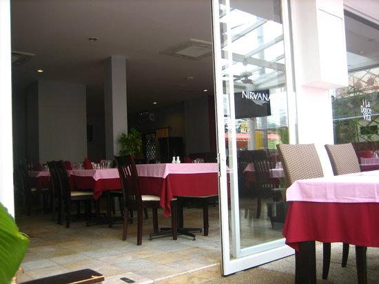 La Dolce Vita Restaurant: ingresso ristorante-hotel