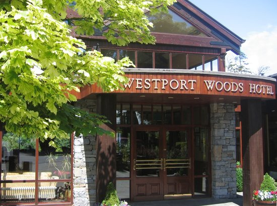 Westport Woods Hotel : Entrance to the hotel