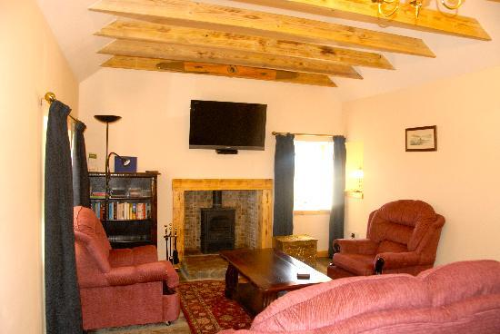 Buxa Farm Chalets & Croft House: Buxa Croft- cosy lounge with widescreen t.v. and blu-ray player