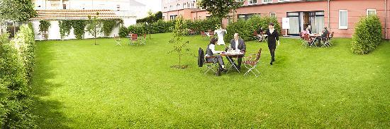Mahlow, Γερμανία: Tagungsgarten: Gruppenarbeit, W-LAN, Tagungspausen. Meeting space in garden with wireless lan.