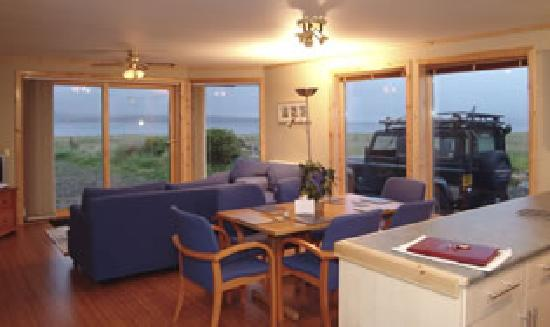 Buxa Farm Chalets & Croft House: Chalets-cosy lounge with patio doors to look out on Scapa Flow and Hills of Hoy