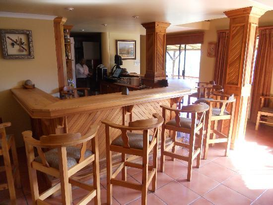 Montusi Mountain Lodge: The lounge