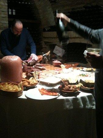 Bucchianico, Italie : aperitivo in cantina