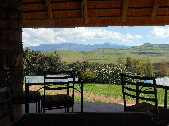 Montusi Mountain Lodge: The view from the patio where breakfast and dinner is served