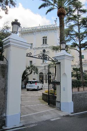 Luxury Villa Excelsior Parco: entrance