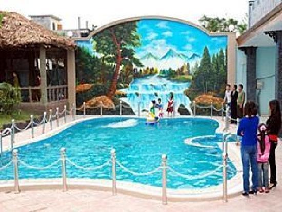 Chau Son Hotel: swimming pool