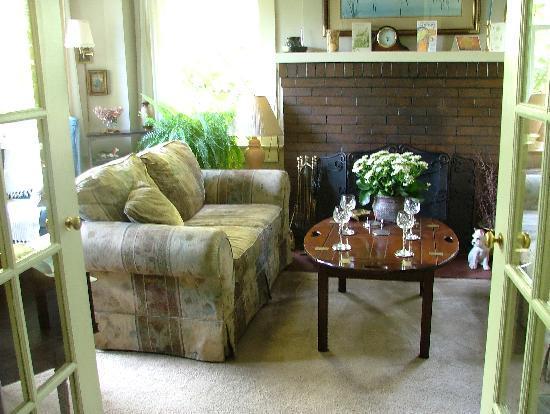 Greystone Bed & Breakfast: Le salon pour le verre d'accueil
