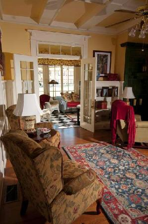 The Cotton Palace: Living Room / Sun Porch