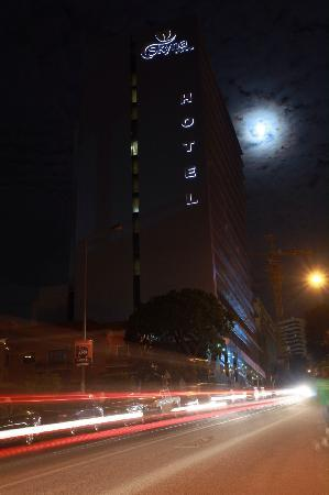 Skyna Hotel Luanda: Skyna by night