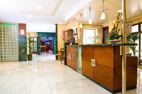 Hotel Maruxia: recepcion a cafeteria