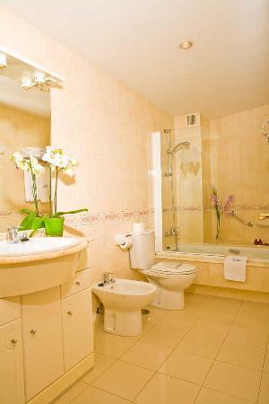 Hotel Maruxia: baño de habitacion