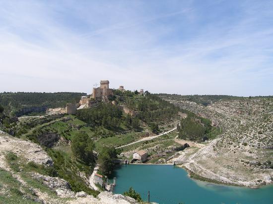 Castile-La Mancha, Spanyol: Vistas de Alarcón (Cuenca)  y su fortaleza.