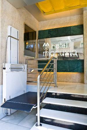 Hotel Maruxia: acceso minusvalidos exterior