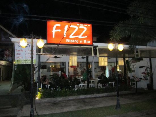 Fizz Bistro-N-Bar: Fizz an der Hauptstraße in Khao Lak City