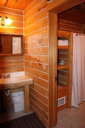 The Old Mill Log Cabins: Bath Vanity