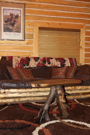 The Old Mill Log Cabins: Comfy couch