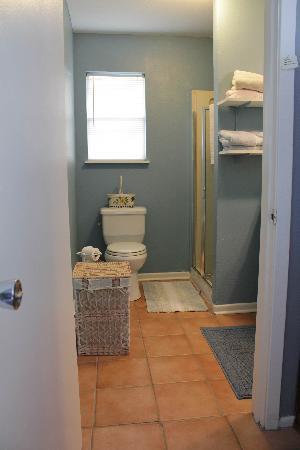 Bandit's Hideaway: Bathroom