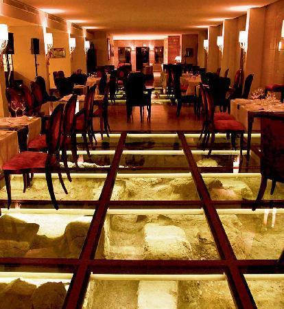 Byblos Sur Mer: Odyssee Restaurant