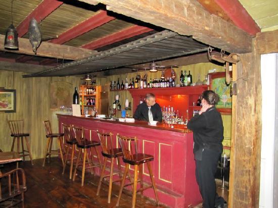 Inn at Sawmill Farm: Copper-topped Bar