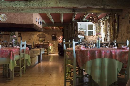 Cadouin, Francia: Restaurant à La Salvetat Hôtel Dordogne Perigord