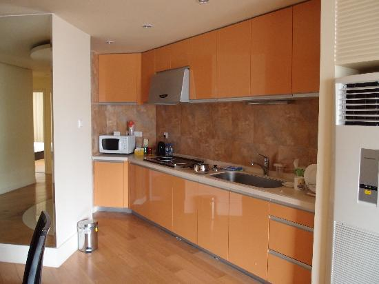 Jia Nian CEO Serviced Residence: Kitchen