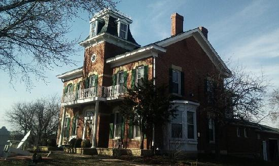 Cloran Mansion Bed & Breakfast: Cloran Mansion