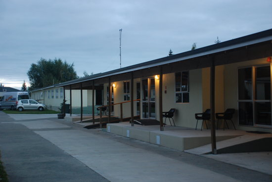 High Country Holiday Lodge: Our double room with ensuite is the cabin-like room (where the car and van are parked)