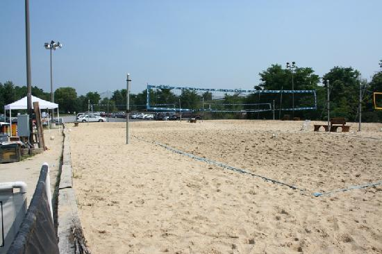 Park Inn by Radisson Harrisburg West: Sand Volleyball Courts