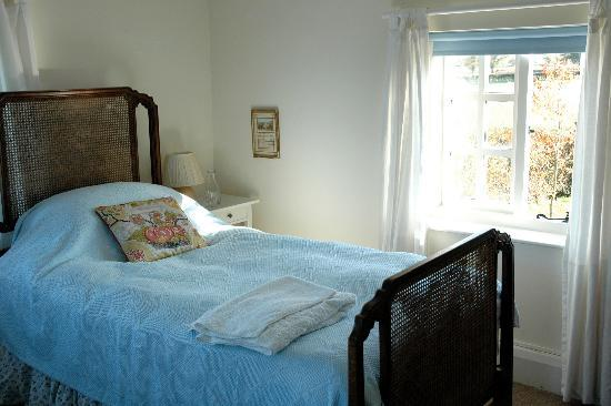 Mulsford Cottage B & B: One twin and one double room available