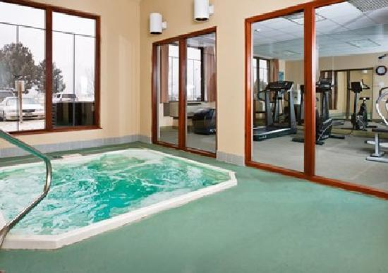 Ramada Denver International Airport: Spa and Fitness Center
