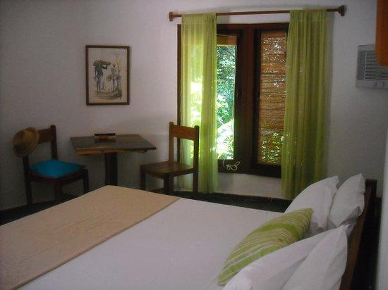 Pousada Jacaranda: queen size bed, standard bungalow