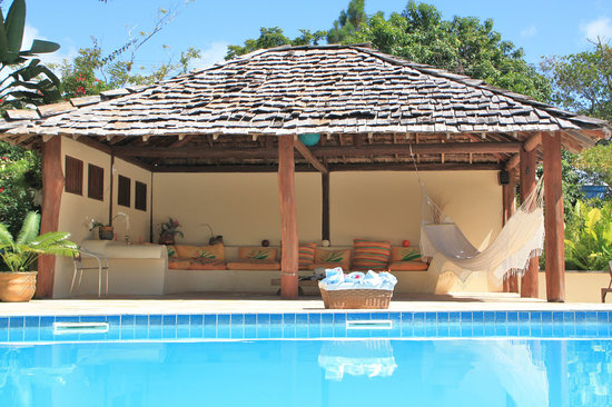 Pousada Jacaranda: swimming pool and lounge