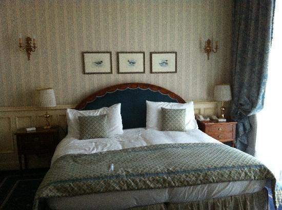 Hotel Principe Di Savoia: Il letto principesco