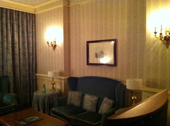 Hotel Principe Di Savoia: Salotto di sera